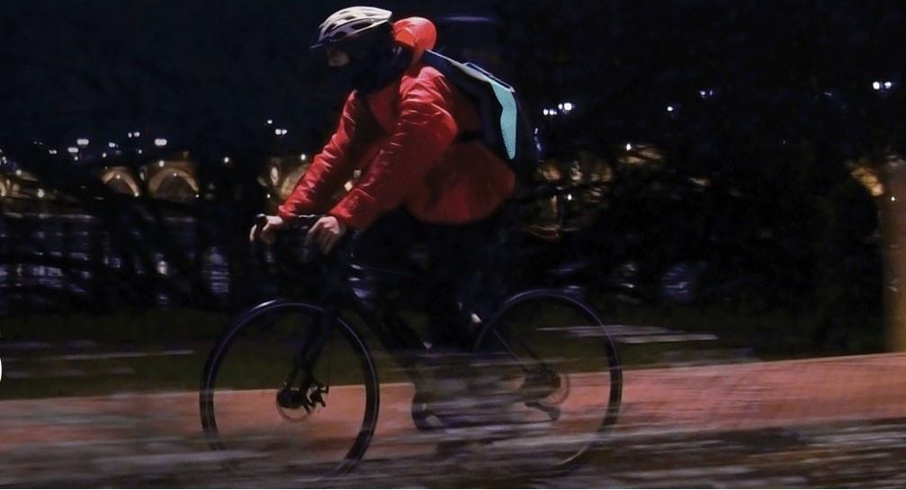 """[DOCUMENTAIRE] """"Les Délivrés"""" : Un an de lutte sociale des coursiers à vélo"""